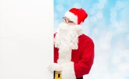 Homme dans le costume du père noël avec le panneau d'affichage Image stock