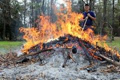 Homme dans le feu Image libre de droits