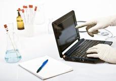 Homme dans le laboratoire Photos libres de droits