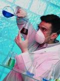 Homme dans le laboratoire Image libre de droits