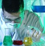 Homme dans le laboratoire Images stock