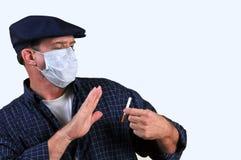 Homme dans le masque combattant le recommander Image stock