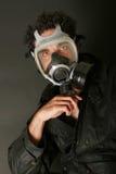 Homme dans le masque de gaz Photo stock