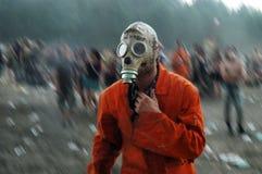 Homme dans le masque de gaz images stock