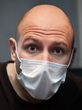 Homme dans le masque de médecine Images stock