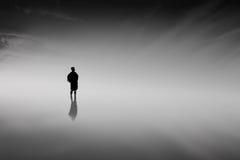 Homme dans le noir Photographie stock libre de droits