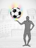 Homme dans le plein ballon de football de holdig de costume de corps Image stock