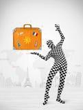 Homme dans le plein costume de corps présentant la valise de vacances Image stock