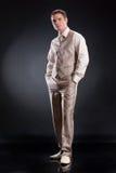Homme dans le procès à la mode Photographie stock