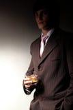 Homme dans le procès avec la boisson Photographie stock libre de droits