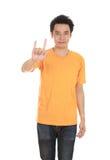 Homme dans le T-shirt avec le signe de main je t'aime Photo libre de droits