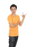 Homme dans le T-shirt avec le signe de main je t'aime Photo stock