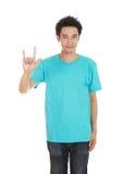 Homme dans le T-shirt avec le signe de main je t'aime Image stock