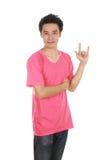 Homme dans le T-shirt avec le signe de main je t'aime Images stock