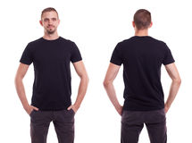 Homme dans le T-shirt noir images stock