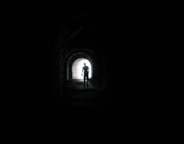 Homme dans le tunnel Photographie stock libre de droits