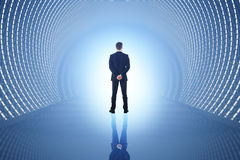 Homme dans le tunnel bleu Photo stock