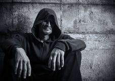 Homme dans un capot Photo libre de droits