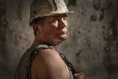 Homme dans un mineur de casque Photographie stock libre de droits
