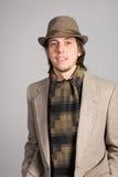 Homme dans une jupe et un chapeau Image libre de droits