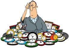 Homme dans une pile des horloges Images libres de droits