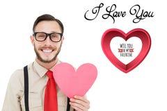 Homme de ballot tenant le coeur rose avec le message de l'amour u d'I Photo stock