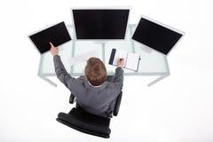 Homme de Bussines dans sa vue de haut de bureau Photographie stock libre de droits