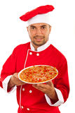 Homme de chef montrant la pizza photo stock