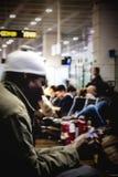 Homme de couleur à l'aéroport Image stock