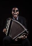 Homme de couleur africain avec l'inst musical ethnique photo stock