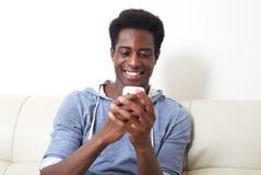 Homme de couleur avec le smartphone Photos libres de droits