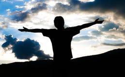 Homme de deux silhouettes se serrant la main Images libres de droits