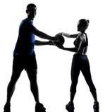 Homme de femme de couples exerçant la séance d'entraînement Image libre de droits