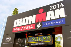Homme 2014 de fer de la Malaisie l'extrémité de l'horloge de course Photos stock