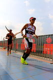 Homme 2014 de fer de la Malaisie sur le parcours final le marathon de 42km photographie stock