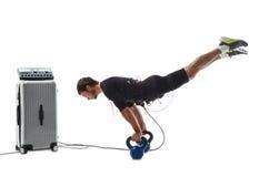 Homme de forme physique de SME faisant un appui renversé horizontal à l'envers Photo libre de droits