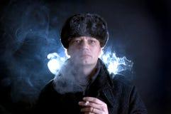 Homme de fumage Image libre de droits