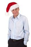 Homme de grimacerie bel dans le chapeau de Santa Photo stock