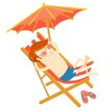 Homme de hippie prenant un bain de soleil dans la chaise de plage Style plat Photographie stock