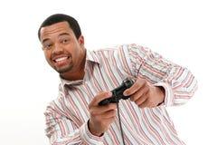 homme de jeu écoutant le vidéo Photographie stock