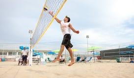 Homme de joueur de volleyball de plage, hommes de joueurs Photographie stock libre de droits