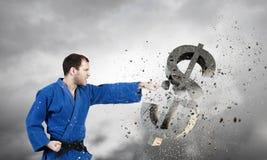 Homme de karaté dans le kimino bleu Image libre de droits