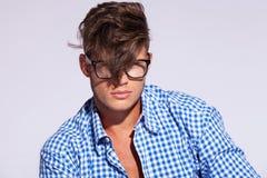 Homme de mode avec le cheveu sur le visage Photographie stock libre de droits