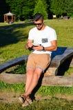 Homme de mode comptant l'argent Image stock