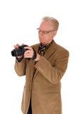 Homme de Moyen Âge prenant des photos Images stock