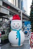 Homme de neige de magasin du terminal 21 décorant pour Noël et la célébration 2016 de nouvelle année Image libre de droits