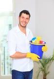 Homme de nettoyage de ménage Photo libre de droits