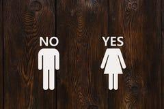 Homme de papier sans le texte et la femme avec OUI Images libres de droits