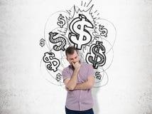 Homme de pensée près des symboles dollar brillants Photo libre de droits