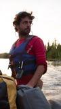 Homme de plan rapproché avec une barbe et un gilet de sauvetage Images stock